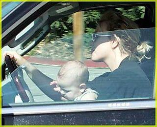 Britney-spears-baby-lap02